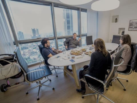 עמדה באופן ספייס באורבן פלייס רוטשילד - Urban Place Rothschild - חלל עבודה בתל אביב