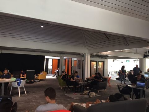 חדר הרצאות בירוק - Yarok House of Knowledge - חלל עבודה בכפר מונש