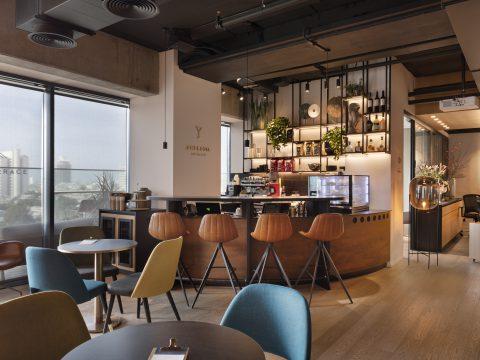 חדר הרצאות בפרטנרס אנד קו - Partners & Co - חלל עבודה בתל אביב