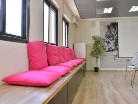 חדר הרצאות בהקפסולה - Capsula - חלל עבודה בנתניה